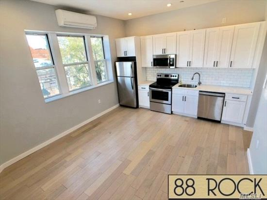 Completely Renovated State of the art one bedroom unit with luxury finishes.Close proximity to train, restaurants, and shopping.