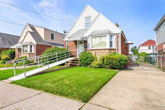 Great opportunity to live in Floral Park, Quiet block, Gas cooking, 4 bedroom, full bath, full basement outside entrance. Wont last!!!