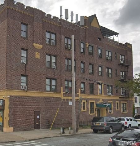 Beautiful One Bedroom Apartment for Rent in the Heart of Queens Village. This Apartment Features an Open Living/Dining Area, Kitchen and 1 Full Bath. Washer/Dryer Located in Building. Conveniently Located Near Shopping & Transportation.