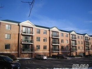 Luxury Building with Parking and Fitness Center, Great Neck North School District, Close proximity to shopping, worship and much more