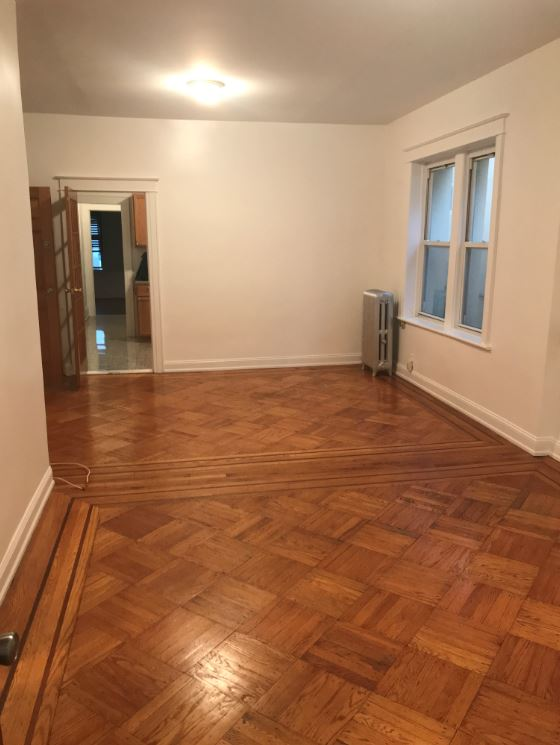 Freshly Painted 3 Bedroom Apartment for Rent in Glendale. This Spacious Apartment Features a Living Room, Dining Room, Eat-In Kitchen, 1 Full Bath and Private Balcony. Hardwood Flooring Throughout. Conveniently Located Near Shopping and Transportation!