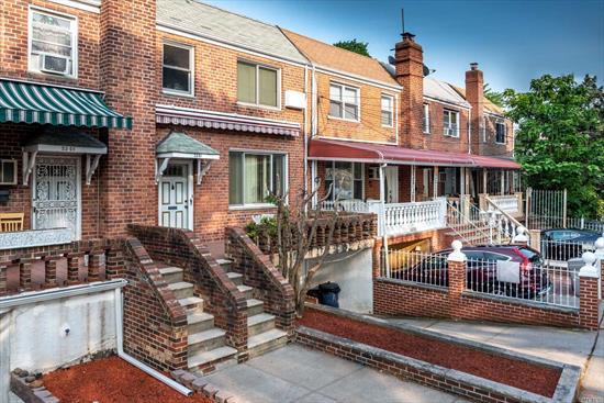 GREAT ONE FAMILY 2 STORY ATTACHED 3 BEDROOM BRICK HOUSE. MAJOR UPDATES RECENTLY MADE . NEW KITCHEN WITH BRAND NEW BATHROOM/WITH UPDATED ELECTRIC . WALK TO LAGUARDIA AIRPORT LGA! BUS STOP ON THE CORNER . CONVENIENTLY LOCATED TO MAJOR HIGHWAYS,  SHOPPING AREAS, NORTHERN BLVD/ASTORIA BLVD. ECT