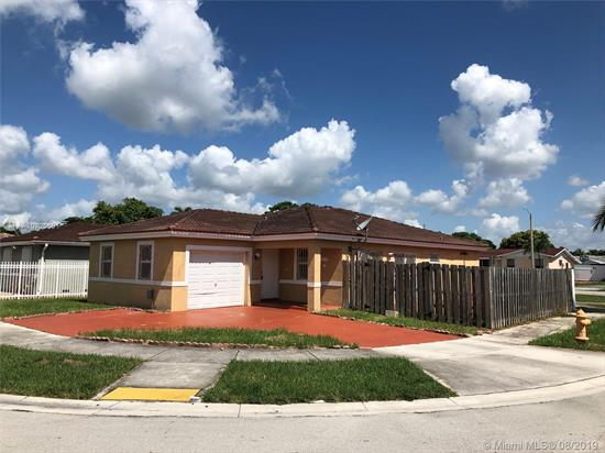 **** Multiple Offer Situation: Seller Entertaining Highest & Best Offers Only Due By 8/21/2019.****Looking For Some Privacy? Then Check Out This 1-Story Home On Corner Lot With Only 1 Neighbor! It'S A Great Opportunity For The Right Buyer Willing & Able To Give It The Love It Needs. Tiled Living Areas, Family Room With Open Kitchen, Master With Walk-In Closet, Paved Side & Rear Patios, Central A/C. Its Location Close To Black Point Marina Is Perfect For A Boat Owner. This Home Is Sold Strictly As-Is And With All Faults. Seller To Select Closing Agent And Pay For Title Search & Owner'S Policy.