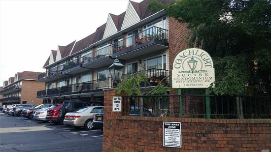 Desireable Coachlight 1 bdrm. 1st. Fl. Condo - Walk to LIRR - Schools, Shopping & Restaurants. Private Parking Spot and plenty of visitor parking, Washer & Dryer in the apartment. Privet storage room.Front patio. Pets welcome, Lynbrook School District 20. This Condo won't last.