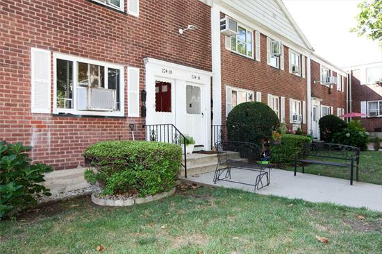 Beautiful 3 br 1 bath corner unit with dining area. Garden apt in a court yard in a great location. Close to all conveniences, schools and transport. Must see to appreciate