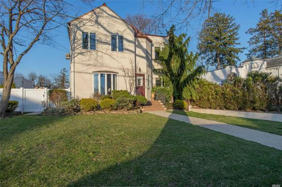 Gables Colonial Beautiful w/Loads of Warmth n Charm + Curb Appeal + Location !! This home is move-in ready. New den, all new wood floors, new lighting/moldings, new roof, freshly painted, new landscaping. Close to LIRR, Shops, Houses of Worship. Zone X (NO Flood Ins. Required). Tax Grievance won!