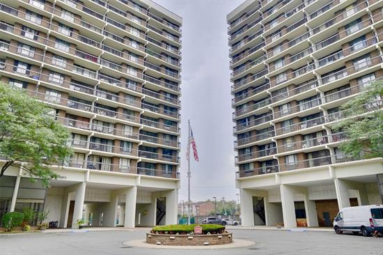 Excellent 2 Bedrooms Village Mall Condo. Well maintained. Newly Renovated Floor & Kitchen, Terrace, 24 hours Doorman. Swimming Pool, Gym, Playground, BBQ area. 1 reserved indoor parking space. Good transportation(Local Bus to E&F Train & Express QM5, QM6 Manhattan)