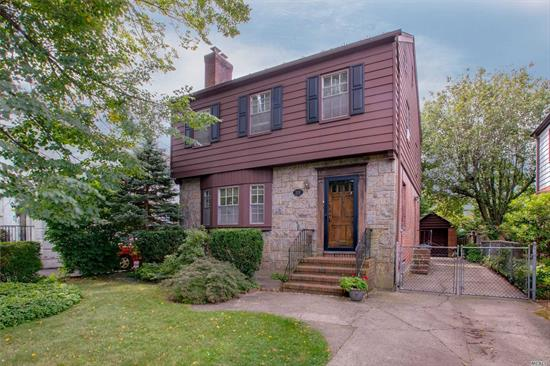 Classic Colonial In The Heart Of Weeks Woodland North Bayside. Nice Property On A Private Street In Amazing Location !! Fabulous Home With Great Layout. Terrific Curb Appeal Great Flow Of Entertaining. Exceptional Opportunity ! Best School Dist #26 Walk To Lirr. Must See ! Location!!!Location!!!Location!!! Make This Unique property Your Dream. Must See !