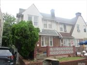 Spacious attached colonial, convenient to all amenities