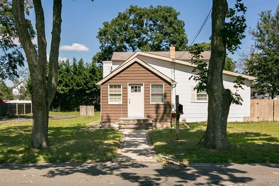 Great Value With W. Babylon Schools. Needs Tlc! Large Home On A Large Lot, Tons Of Potential! Come In And Make This Your Own. Don't Miss This Opportunity.