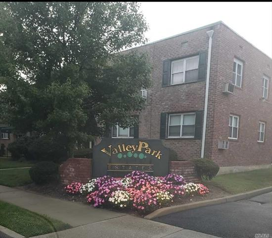 Beautiful Co-op MOVE IN READY!!!!!! Must See Will Not Last!!!! Large Rooms, Freshly painted and new carpet. This apartment offers a washer and dryer, Newly renovated throughout!!!!