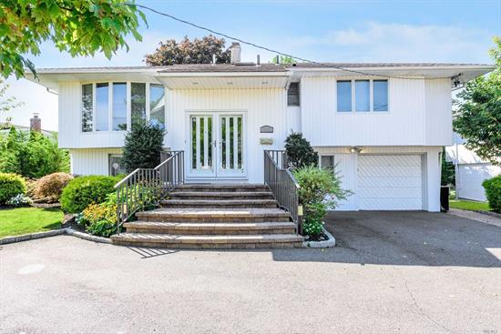 Immaculate Wide Line Hi Ranch On A Prestigious Mid Block Location ! 4 Year Old Eik With Granite Countertops Open To Fdr With Huge Granite Island . SS Appliances. Hardwood Floors. Wood Burning Fireplace In Den. Brand New CAC. Brand New Washer/Dryer. U.G.S. Deck Off Fdr. Paver Walkway And Stairs. Zone X.