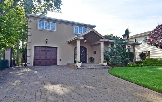 Beautiful Splanch Nestled In The Heart Of South Bellmore, 3 Bedroom, 2.5 Bath Home With Cathedral Ceilings, Grand Entry Way. Complete With Beautiful Granite In Kitchen. Plenty Of Closets And Storage Space. Ing Pool And Two Decks With Sprawling Park-Like Backyard. Don't Miss This One! Won't Last Long!