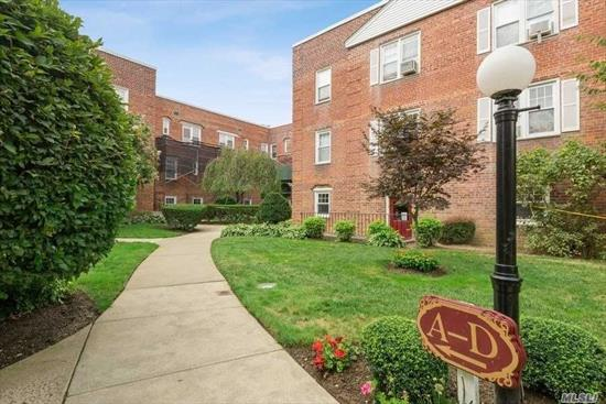 A sun filled, completely updated apartment in the heart of Rockville Centre, with new kitchen with breakfast island, and new bathroom. The apartment has a semi private patio which is shared by two families. Laundry on the ground floor. Parking available on a short waiting list. Commuters' paradise- short distance to LIRR and close to all.