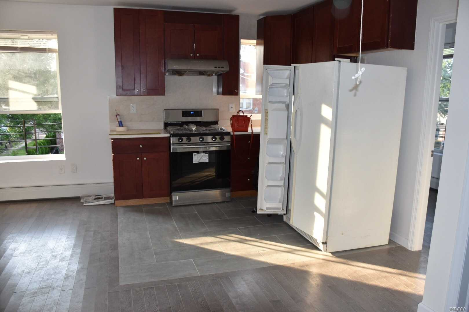 Great Location. Quiet Neighbor. Very Convenience To All. Q19/Q23/Q48 Bus To Flushing.
