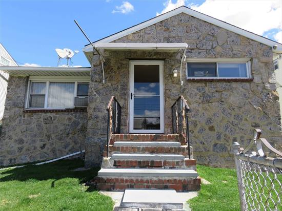 Located in the heart of College Point area, 4 Split Level Ranch sitting on a sprawling 4500 Sqft Lot.Features 4Bed 2.5Bath Rms, Full finished Basement w/Sep Entrance.Big many Closet space in each Room, Beautiful oak floors, A private long Driveway, Huge Back Yard, Convenient location to all.Q25/QM2/QM20 & Close to Park & Commercial area.A Must See!!