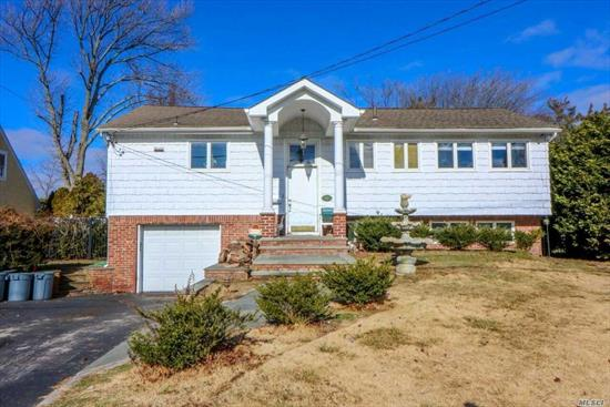 Willets Point Waterfront Community At A Seriously Discounted Price, Assoc Docking & Pvt Beach, 2700 Sq.Ft. With Large Family Rm, 4 Bedrooms, 3 Baths. No Flood Insurance Required. Master Bath 3/4'S Completed.