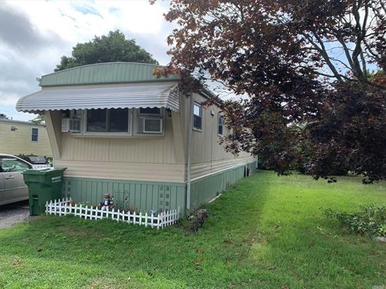 Maintained unit, Eik, Pantry, Updated Bath. Private Yard W/Shed.
