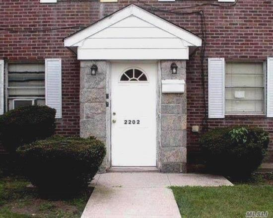Spacious Dentist Office for Rent in Whitestone. This Office Features 890 Square Feet of Space. There are 3 Full Offices and 4 Small Additional Rooms, Receptionist Area, Private Waiting Room Area and Bathroom. Convenient to Transportation.