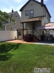 Excellent 1 Fmaily, mint condition. Beautiful landscaped backyard. Motivated owners will listen to all reasonable offers.