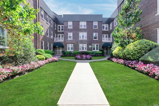 Lite and Bright Renovated 1 Bedroom Co op in the Heart of Lynbrook! Decorators Delite-New Eik w/ Custom Cabinets, SS Appl. , undrmnt liting, large granite bi level peninsula, brkfst nook, New Bth w/jaczi tub, high ceilings, hihats, ceiling fans, fresh paint, h/w fllrs, Large Closets w/shlvng & orgnzrs, Main Flr Unit, Large Lobby, Close to all-Shopp, P/T, 2 Mins to 2 Major LIRR lines, FREE Strage, W/D in LL, includes 1 prkng spot-$50/mo, Xtra space avail to buy, Won't Last!-Most Contents in Unit Availble w/purchase