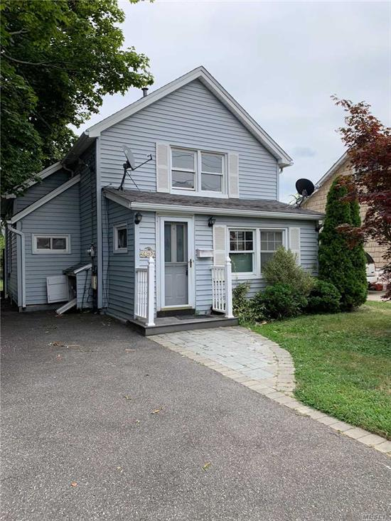 Beautiful two bedroom cape, brand new appliances! Looking for a new owner!