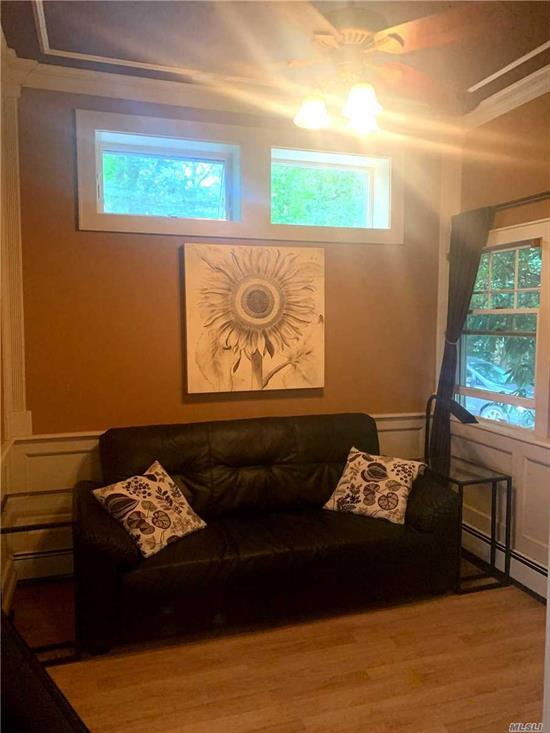 Beautiful Studio apartment located in Smithtown , First floor with separate entrance. Full sized appliances in the kitchen. All utilities included. 1 pet allowed cat or dog. This is a must see! Off street parking!