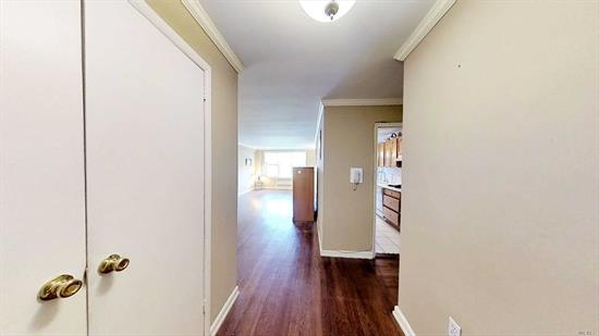 2 bedroom apartment in Bay Terrace area of Bayside. Park-like grounds, quite neighboorhood. Excellent schools and large shopping center nearby. Express and local buses in the area.