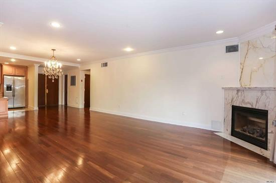 High End Spacious 2 Bedrooms, 2.5 Bath Garden Unit, Located In Luxury Condo Building Features 24 Hour Doorman, Gym and Garage Parking. Sliding Doors to A Beautiful Private Garden. Dan Can Be Easily Converted to A 3rd Br/ Home Office. Steps to Train, Bus, Shopping and Town Center. Great Neck Schools District.