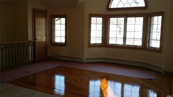 Brand New!!! Beautiful Sunny Bright Apartment. Hardwood Floors Throughout. Located In A Quiet Residential Area.. Walking distance to Lirr, 1block from Northern Blvd. Close to Supermarket, Shopping Mall, Bus stop, etc. very convenient for shopping and Transportation good school district # 26. must see!