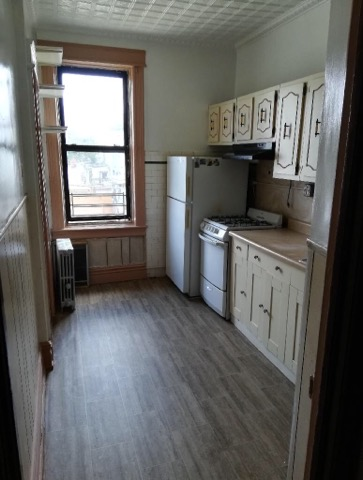 Lovely 3 Bedroom Apartment for Rent In Brooklyn. Features Living Room, Eat-In-Kitchen, 3 Large Bedrooms, And 1 Bathroom. Heat, Water And Gas Included. Lots Of Natural Sunlight And Plenty Of Closet Space. Ample Street Parking. Close To All Shops And Just 1 Block Away From The L Train.