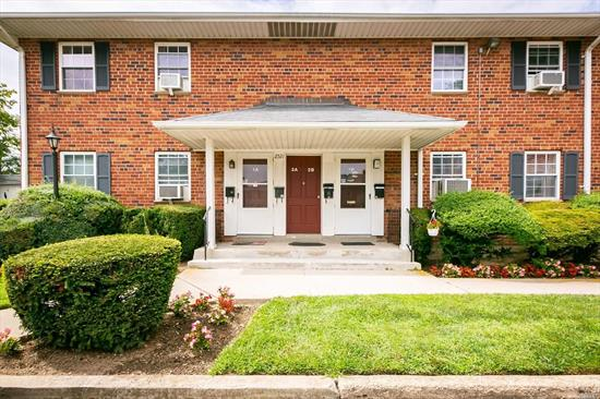Spacious Corner Unit , New Eat-in Kitchen. Large Living Room, Close to Shopping & Parkways
