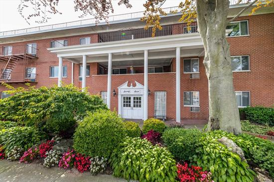 King Size Bdrm, 1 Bath, Large Living Room, Dining Room, Possible Junior 4, 3rd Floor Unit w/Terrace, Renovated Kitchen w/Granite Countertops, Stainless Steel Appliances, Elevator Building, 1 Car parking ($30/mth), Hardwood Floors, Closets Galore . Desirable Building in Rockville Centre. Close to All