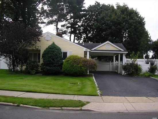 THIS EXPANDED RANCH IN PERFECT MID BLOCK LOCATION ON OVER SIZED LANDSCAPED PROPERTY IN SYOSSET GROVES FEATURES LARGE UPDATED EIK, UPDATED FULL BATH , FPL, CAC.HOME TO BE PROFESSIONALLY CLEANED PRIOR TO OCCUPANCY.PETS UP TO DISCRETION OF LANDLORD