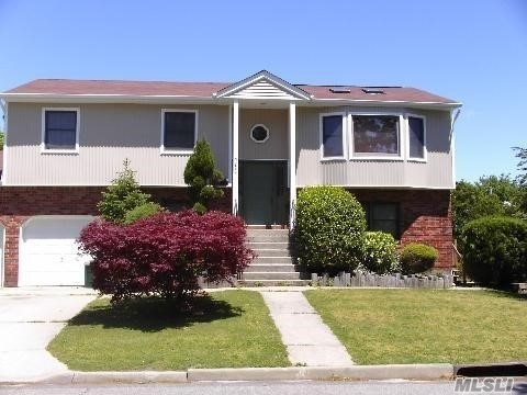 two bedroom rental on first level of hi ranch Seaford Schools washer/dryer included and tenant pays all utilities