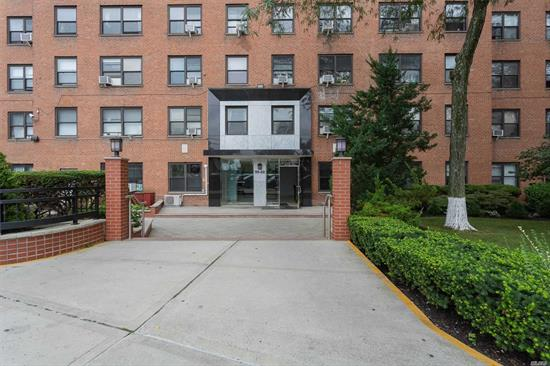 BIG $16, 000 PRICE REDUCTION! 1 Bedroom apartment with magnificent views. Amenities include, 24 hours security, A gym, laundry, Playground. Convenient to Subways, buses, and shopping. This apartment has a lot of potentials!
