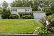 Great Cambridge model colonial located in the center of the B-section. Spacious and clean open floor plan. Lovingly maintained. 2 car garage, Furnace less than 1 yr old. A great place to call home.