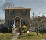 3 bedroom 2 bathroom colonial in Bellmore SD. Come bring your charm and creativity to this home!