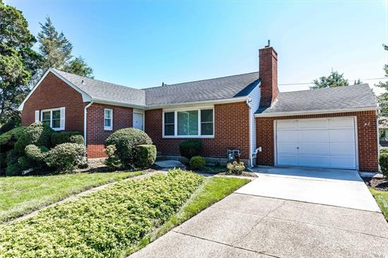 Amenities Galore! CAC, 200AMPS, Full House Generator, Young Roof, Hardwood Floors, Inground Sprinklers, Oversized Garage, Fantastic Yard--Conveniently Located! Welcome Home...