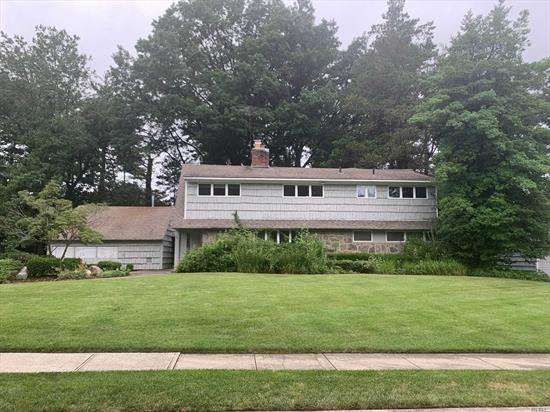 Great renovated expanded ranch in the heart of Roslyn Country Club. Lovely midblock home on large flat property (approx 100x140) features a master bedroom on the main level, 4 other large bedrooms, abundant storage space, large eat in kitchen and much more. A must see! Also available for sale MLS No: 3133460