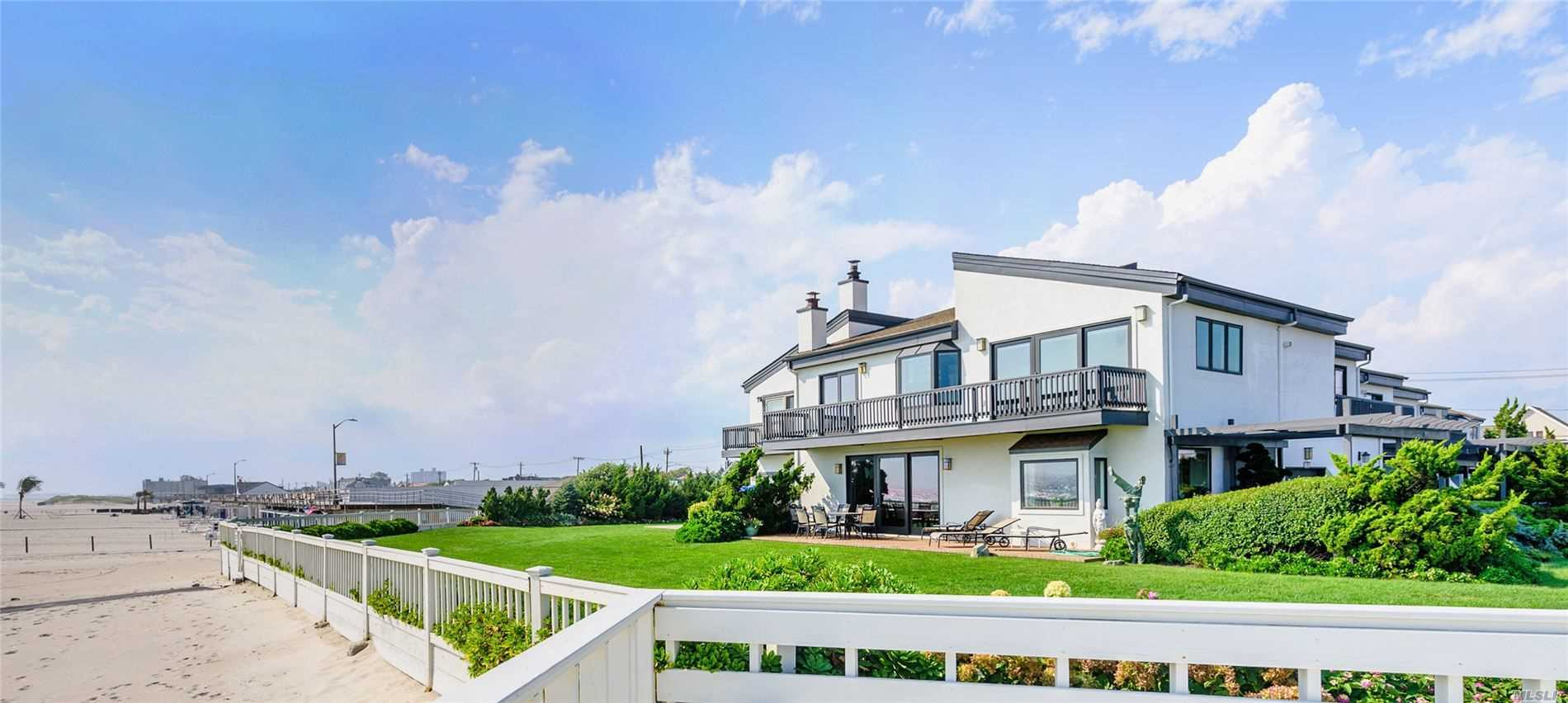 Atlantic Beach Beautiful Oceanfront 3 Bedroom 3 Bath Townhouse in Pebble Cove Private Community. Stunning VIews From All Rooms, Bright and Spacious Living Room, Master Suite. Heated In-ground Pool, Club House. 45 Minutes From Manhattan. Must See!