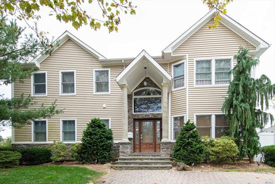 This magnificent colonial house in prime location - South Grove. Over 2838SF, 5 bedrooms & 4 baths. Finished basement, Just move right in, Syosset school district. Too many amenities to list, must come and see.