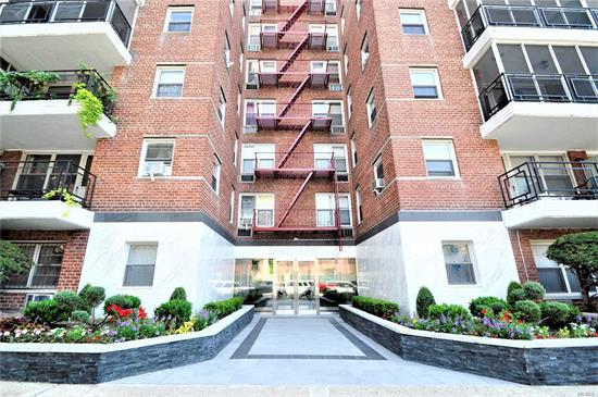 Beautiful Junior 4/2 BR in a well maintained coop bordering Forest Hills and Rego Park. Great layout with a large living room, updated kitchen and full bath. Master bedroom and a spacious Junior BR. Conveniently located close to shops and restaurants. Trains are just a few steps away. Easy board application process.