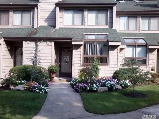 Hecksher Estates Townhouse In Private Location! Updated 2 Br 1.5 Bath W/Central Air.
