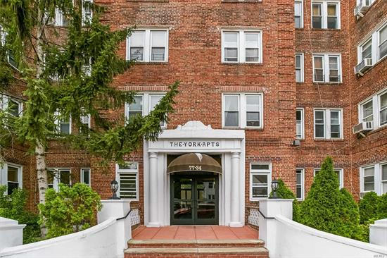 Large one bedroom in top Forest Hills prewar rental building. Updated eat-in kitchen and bath, pet friendly. Short distance to express buses, LIRR station, shopping and dining areas.