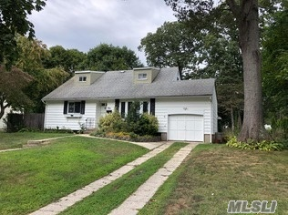 Come see this full home rental in a desirable smithtown community convenient to town, railroad and highways located in the Smithtown School District( Mt. Pleasant Elem, Great Hollow Middle and High School West.