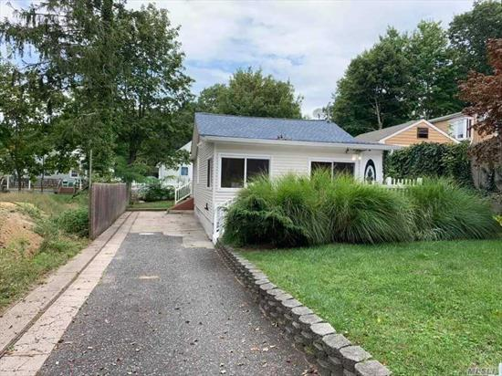 CUTE RANCH FEATURES UPDATED KITCHEN, BATH, PAINT , FLOORS .ONE MONTH RENT, ONE MONTH SECURITY, ONE MONTH BROKER FEE , STRONG CREDIT, REFERENCES, PROVABLE INCOME, landlord cuts lawn, tenant takes care of snow removal, tenant pays all utilities .