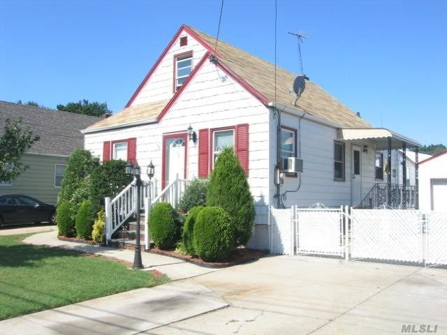 4 bed rooms, 2 bath rooms, great area, 2 garage, ready to move, Short sale subject to Bank Approval. Please verify Taxes