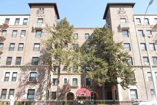 Great 1BR Co-op in the heart of beautiful Kew Gardens! Just a short distance to tons of neighborhood amenities, shops and restaurants, and the 121st St J & Z train station! Building allows Cats and Dogs, has a part-time doorman, courtyard and laundry in basement! This Is A Fannie Mae Homepath Property.
