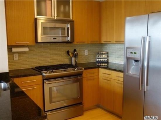 1 bedroom apartment in Astoria with in-unit washer/dryer, wired for Verizon FIOS and spectrum, 1 indoor garage parking space, private storage in the basement and free bike storage, virtual doorman in elevator building, rooftop common area with BBQ grill, close to N, W train, buses and shops and restaurants, on 30 St and Steinway St, Q19 to Main St Flushing, must see!
